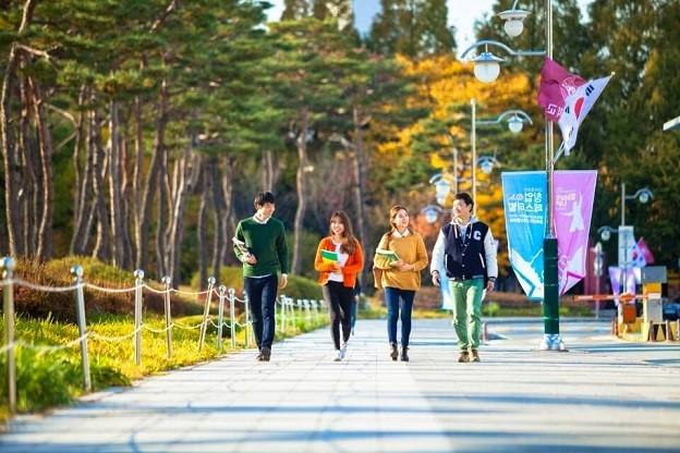 Các du học sinh tại một trường đại học ở Hàn Quốc