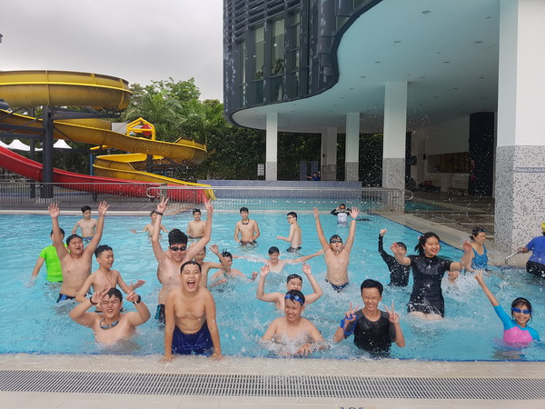 Hoạt động bơi lội khi du học