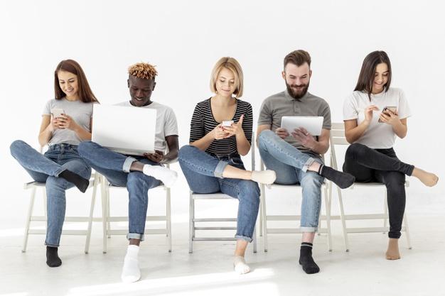 Hạn chế phát triển các mối quan hệ và kỹ năng mềm khi học MBA online.