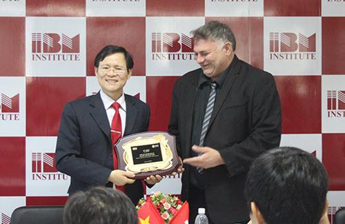Viện IBM là đơn vị hỗ trợ của trường đại học UBIS.