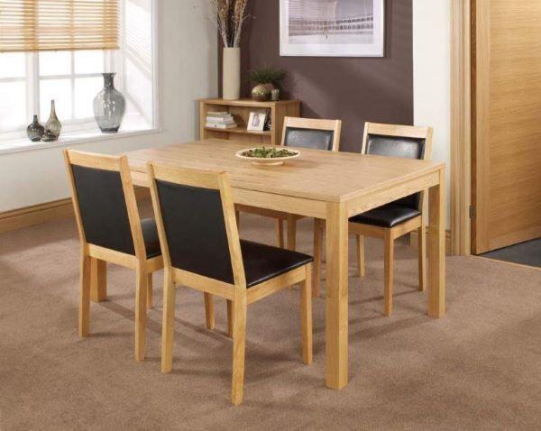 Bàn ăn gỗ cao su tự nhiên 4 ghế kết hợp với đệm mút ở ghế ngồi và lưng tựa
