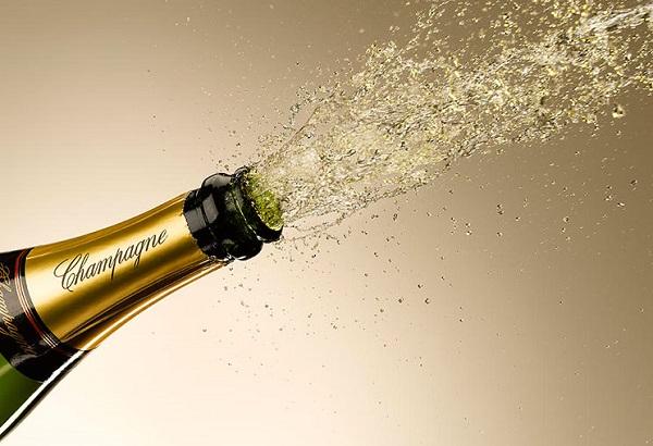 Champagne - biểu tượng của ngày đầu năm